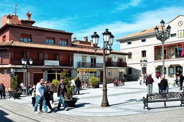 pueblo Manzanares el Real con encanto